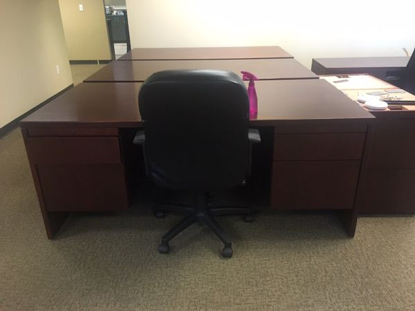 Desk furniture in everett wa offerup for Furniture in everett