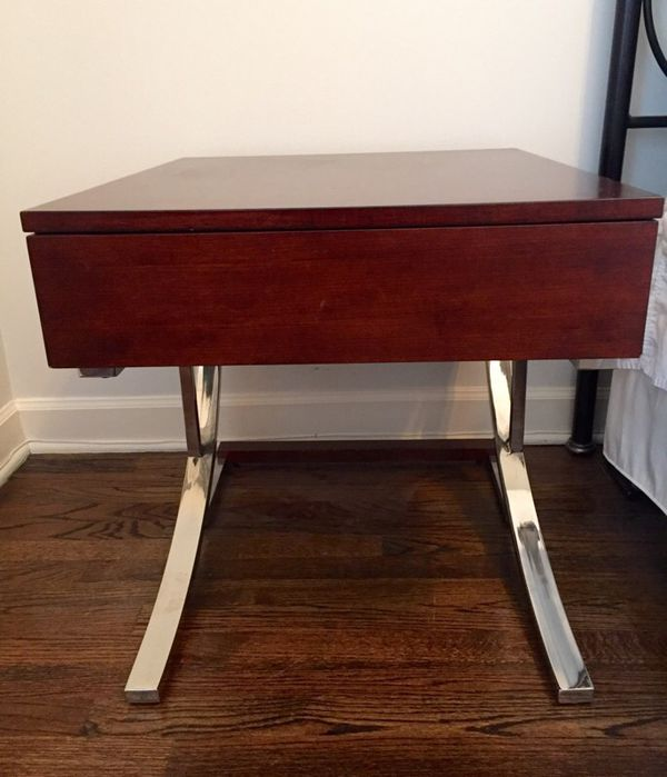 End table bedside table furniture in chicago il offerup for Furniture 60614