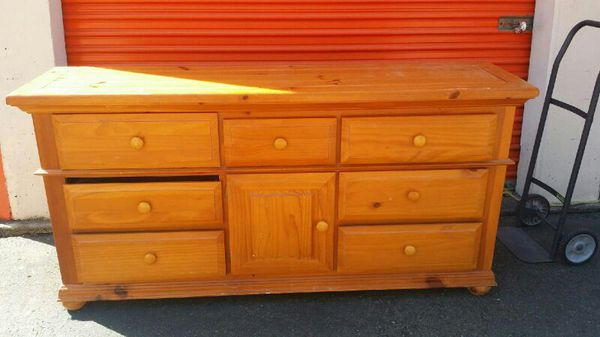 Dresser and chest of drawers set firm offer of for Furniture pick up seattle