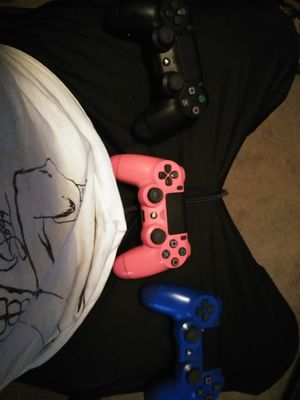 3 PS4 CONTROLLERS
