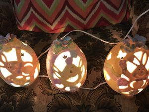 Especial in Christmas it's a set of three electrical egg sheds lamps