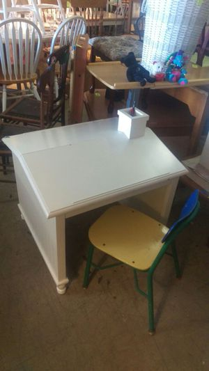 Kids two sided drawing desk