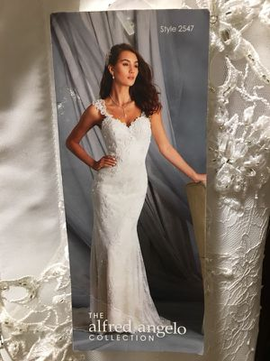 NWT was 1050 - amazing deal size 4 Wedding Gown