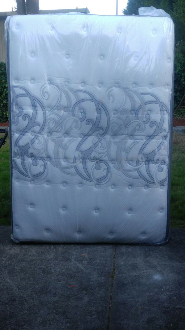 Full size mattress and box spring Furniture in Everett