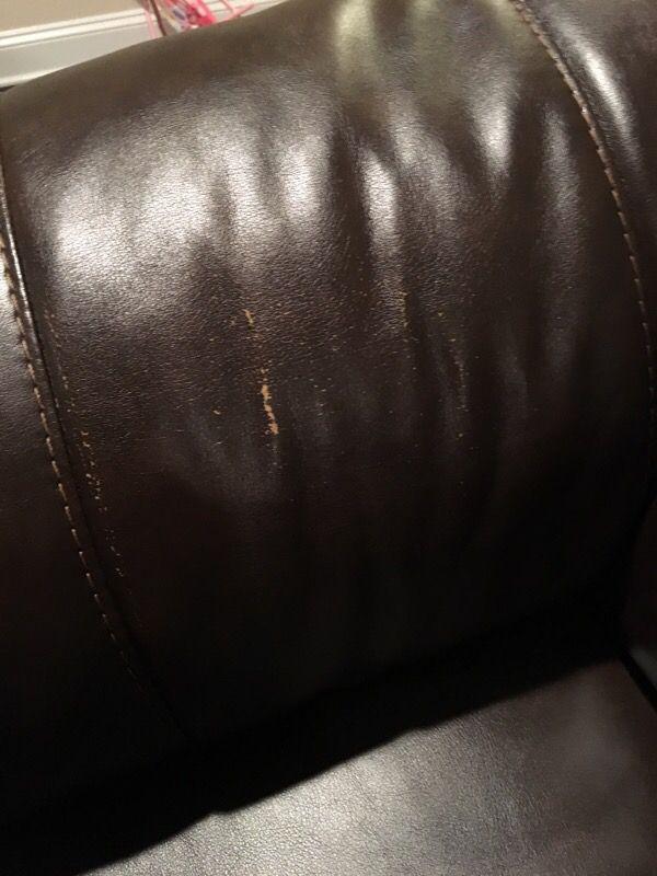 Love seat furniture in skokie il offerup - Ways of accessorizing love seats ...