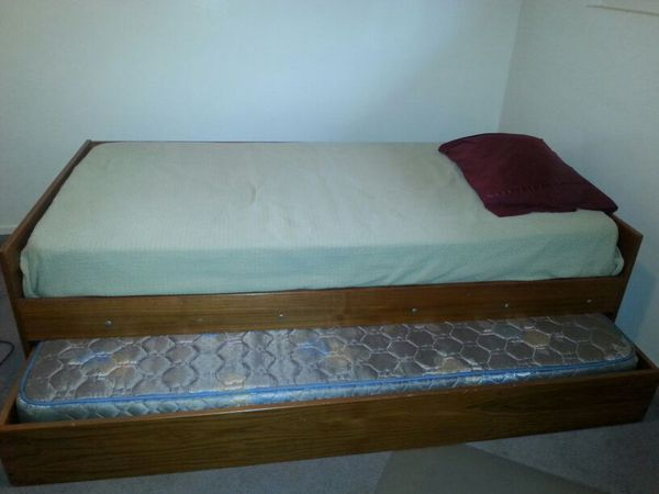 Twin bed with trundle furniture in edmonds wa offerup for Furniture edmonds wa