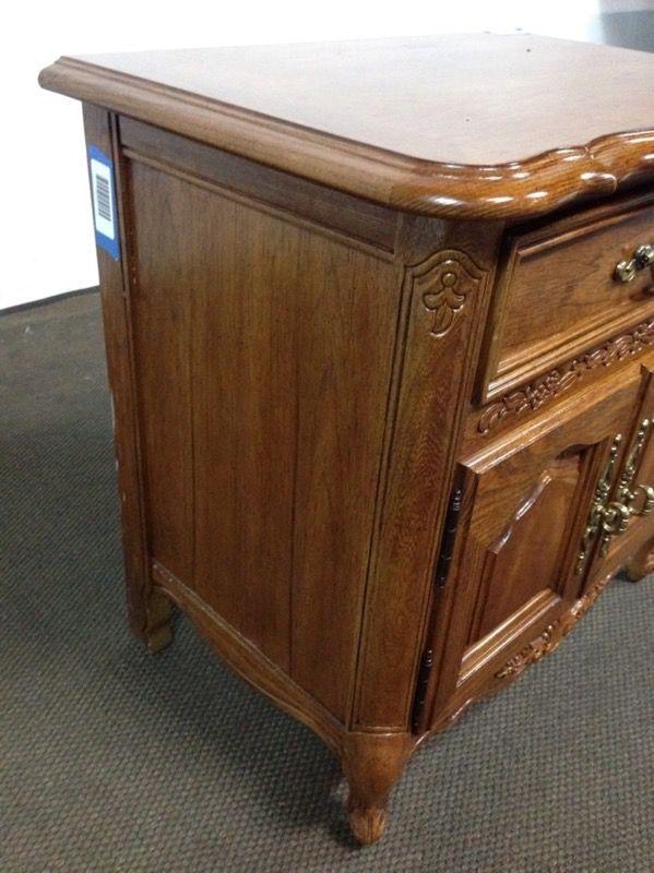 Stanley Furniture Vintage Carved Oak End Table ( Furniture ) in ...