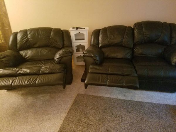 Leather sofa set furniture in everett wa offerup for Furniture in everett