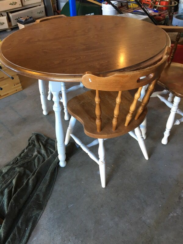 Reduced round farmhouse table furniture in everett wa for Furniture in everett