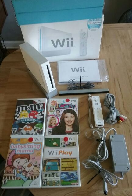 Nintendo Wii RVL-001 Console Original Box Manual Hookup Wires Remote Sensor  Bar Console Stand Games ICarly Wii Play M&M's Kart Racing WORKS GREAT  (Video ...