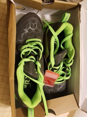 New mens shoes size 8 in box