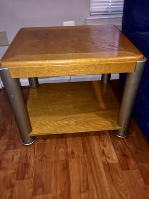 2 side and 1 middle wooden table in good condition
