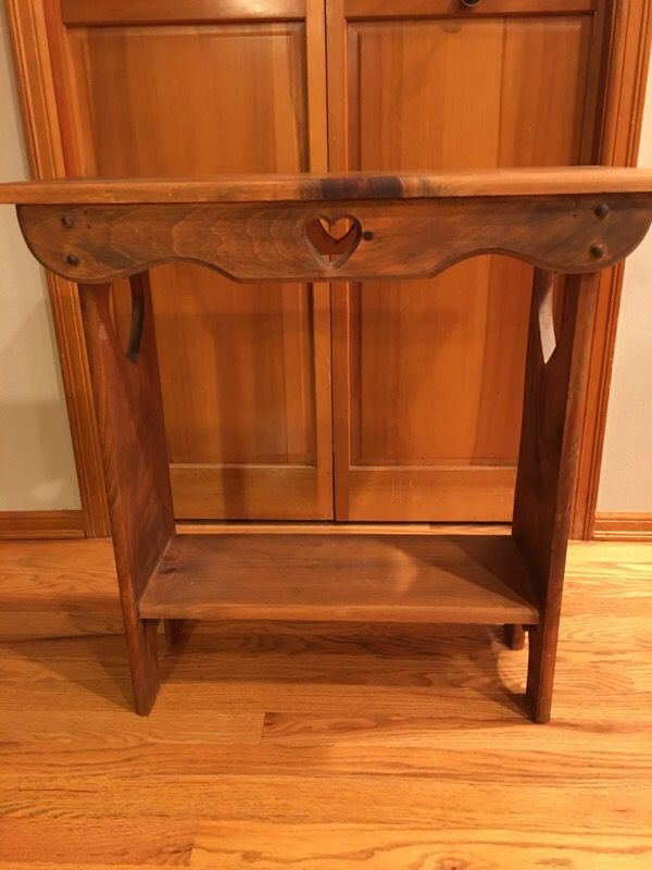 Heart table furniture in issaquah wa offerup for Offer up furniture