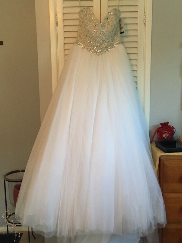 Brand New Maggie Sottero Wedding Gown (Clothing & Shoes) in ...
