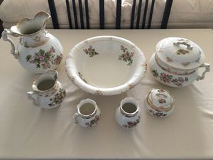 Elegant & Beautiful VINTAGE Pottery Commode/Chamber Wash Set - 9 pieces in all