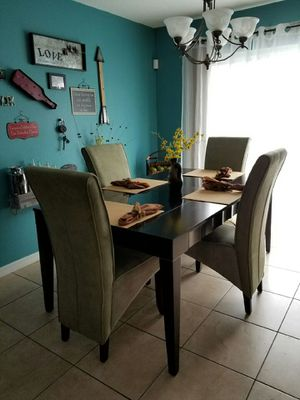 Room to Go Dining room set