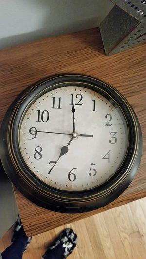 9 in round clock