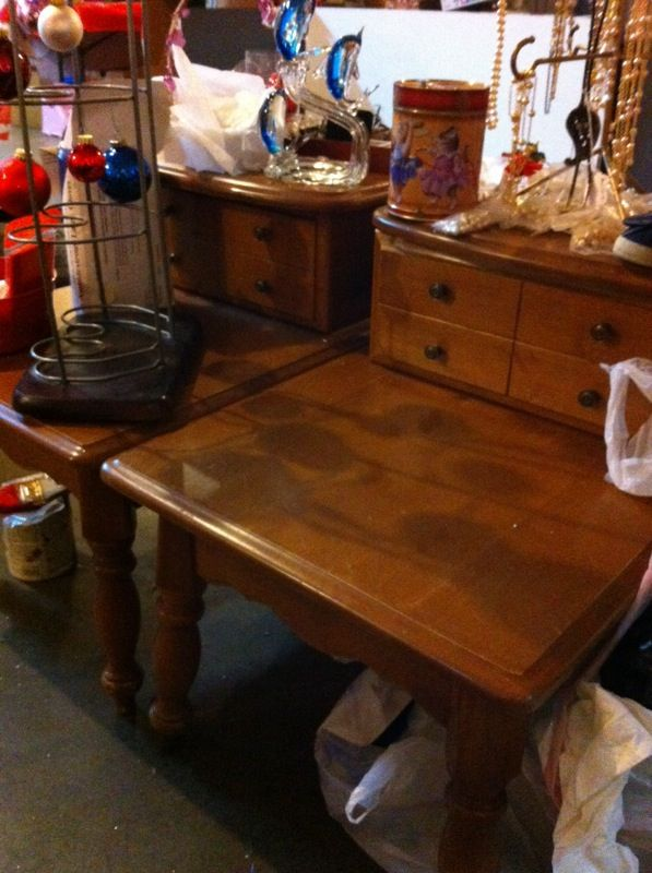 Maple end tables furniture in tacoma wa offerup for Furniture in tacoma