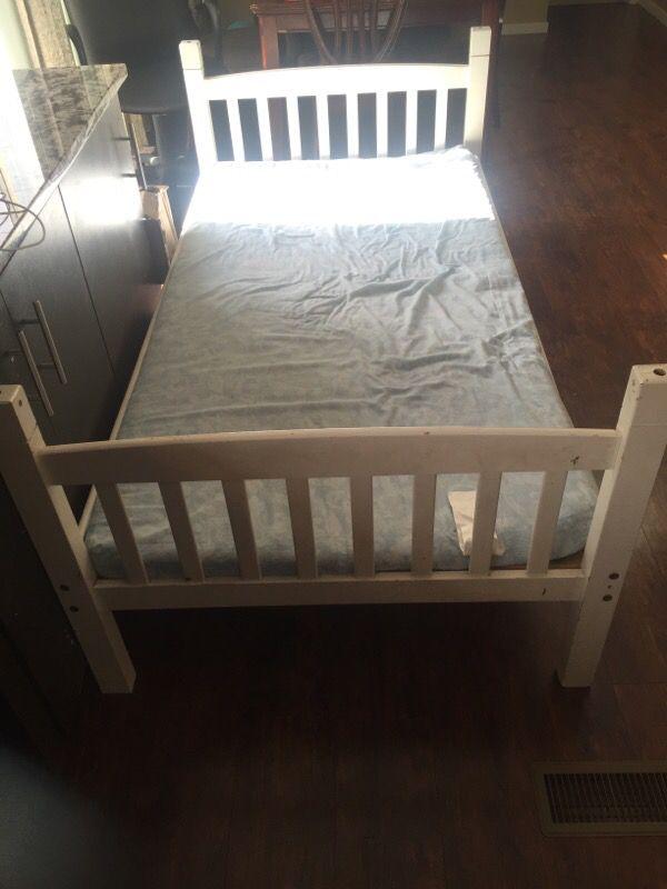 Twin bed furniture in auburn wa offerup for Furniture auburn wa