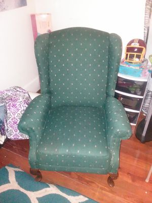 2 green recliner chairs
