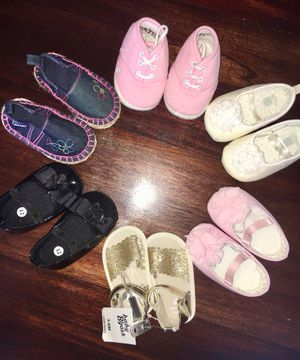 Baby girl shoe lot size 2/3 but they fit like 3-6month