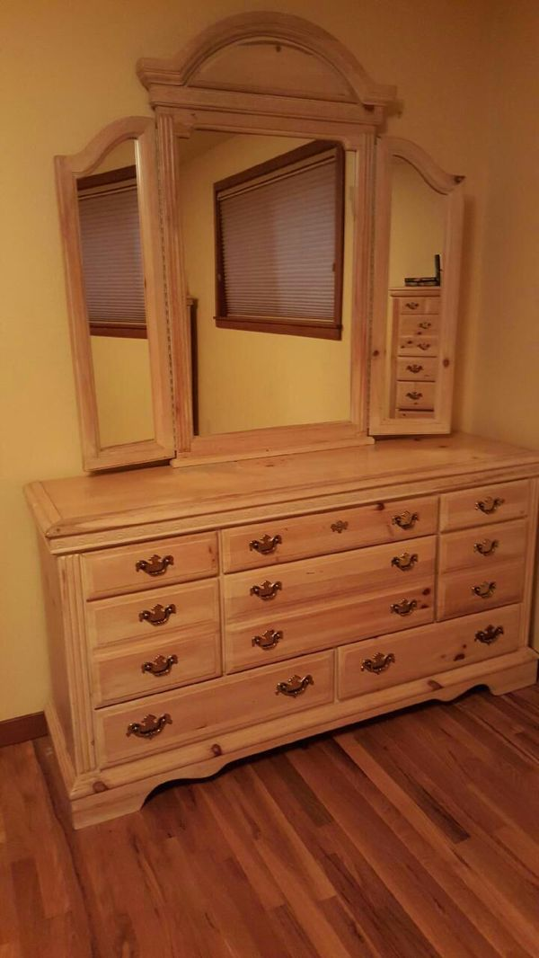 Dresser with mirror furniture in everett wa offerup for Furniture in everett wa