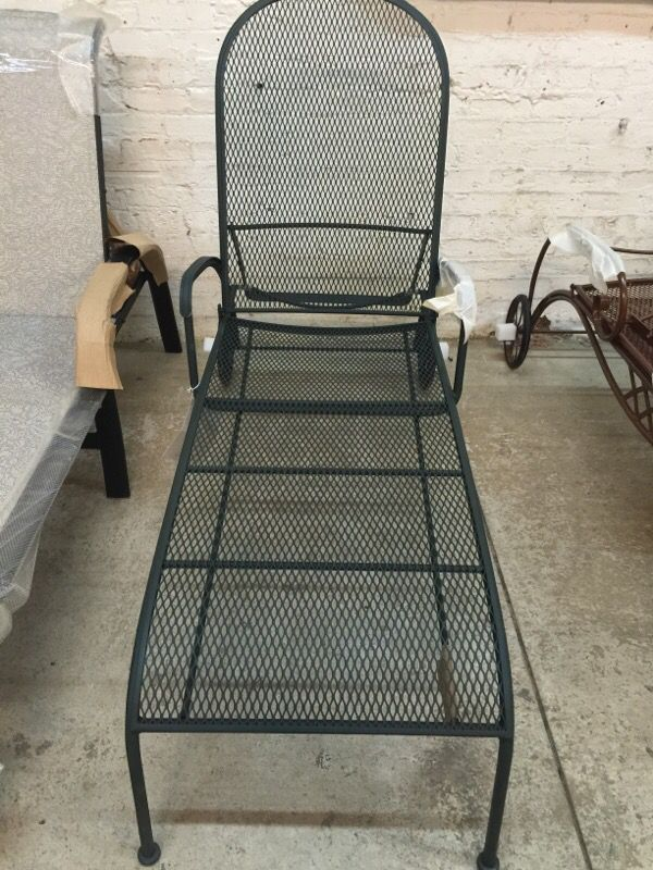 Chaise lounge chair furniture in chicago il offerup for Chaise lounge chicago