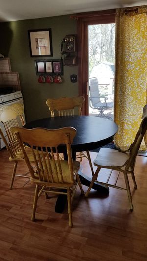 Pedestal Dining Table And 4 Chairs