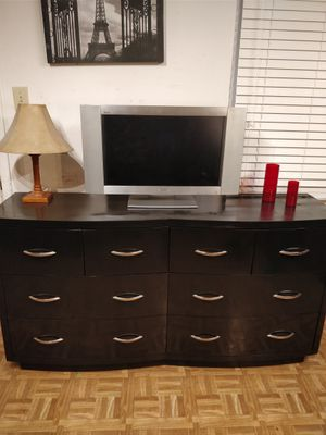 Like new modern solid wood bug dresser/TV stand/buffet with 8 drawers in very good condition, all drawers sliding smooth