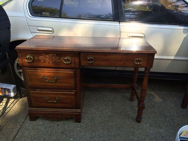 Desk furniture in auburn wa offerup for Furniture auburn wa