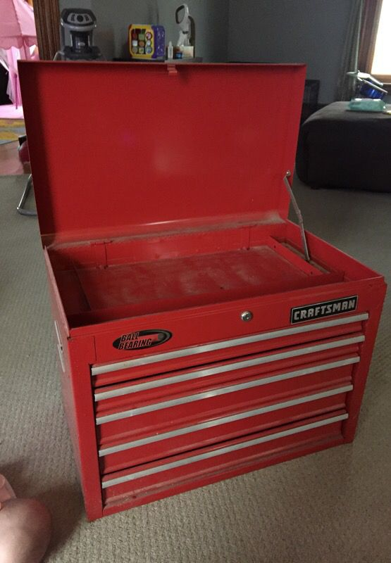 Ball bearing 26 inch tool box Has a key and it does lock Tools