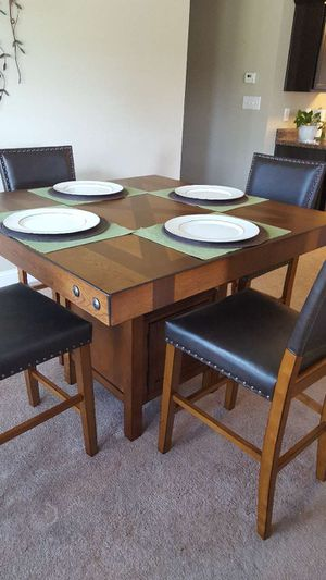 ASHLEY FURNITURE DINING ROOM TABLE WITH CHAIRS LIKE NEW