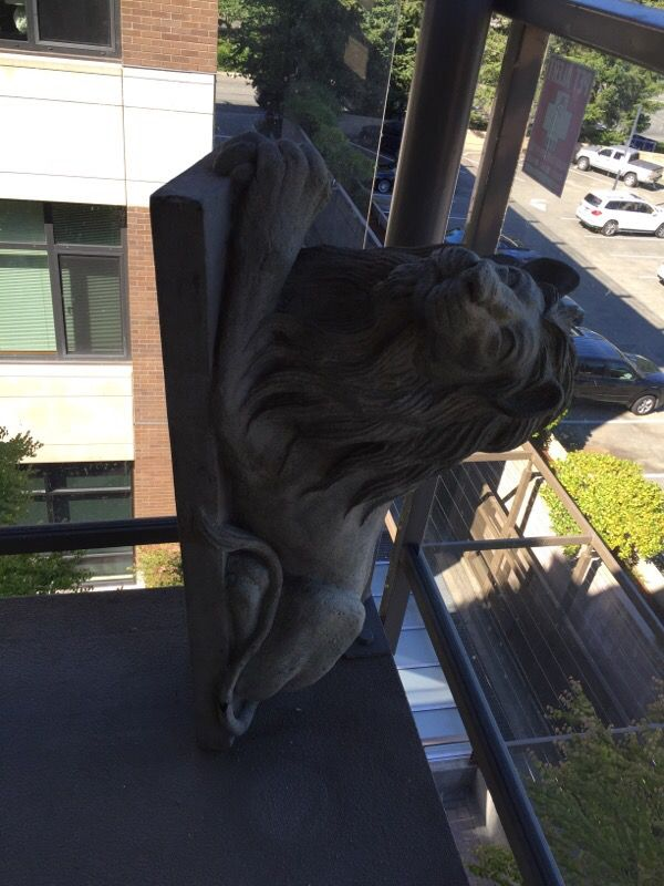 Lion statutes furniture in bellevue wa offerup for Furniture in bellevue