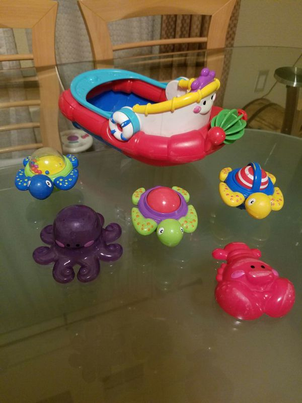 Bathtub toy boat (Games & Toys) in San Leandro, CA - OfferUp