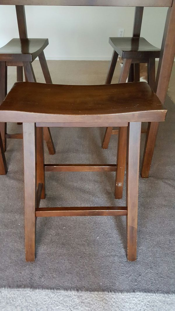 Wooden dining table furniture in snohomish wa offerup for Offer up furniture