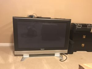 "Flat screen tv - broken. Free to whomever can fix it. 27"" long. 42"" wide. Panasonic. Won't turn on."