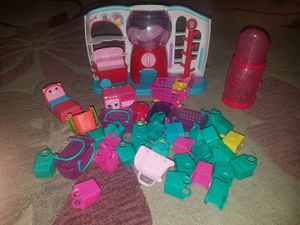 Over 80 Shopkins and 20 Squinkies, Dolls and Sweet shop included!!