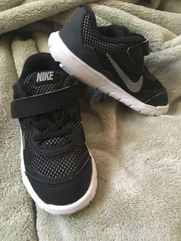 Baby toddler Nike Shoes Sz 9C boys/girls