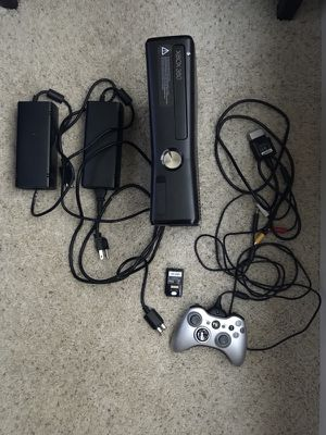 Xbox 360 + 2 digital games + 2 power cables + 1 controller battery and charger