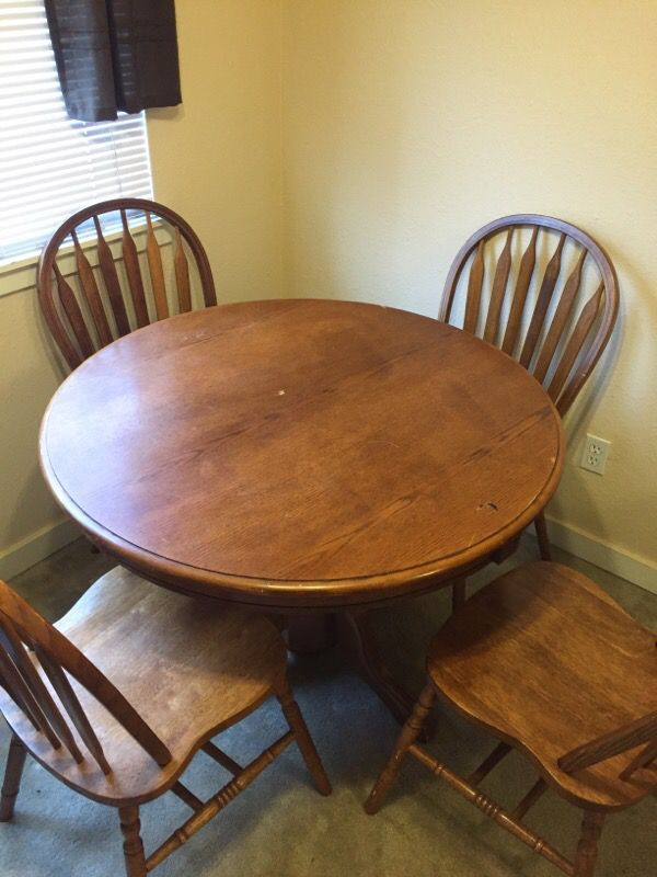 Oak table and 4 chairs furniture in federal way wa for Furniture federal way
