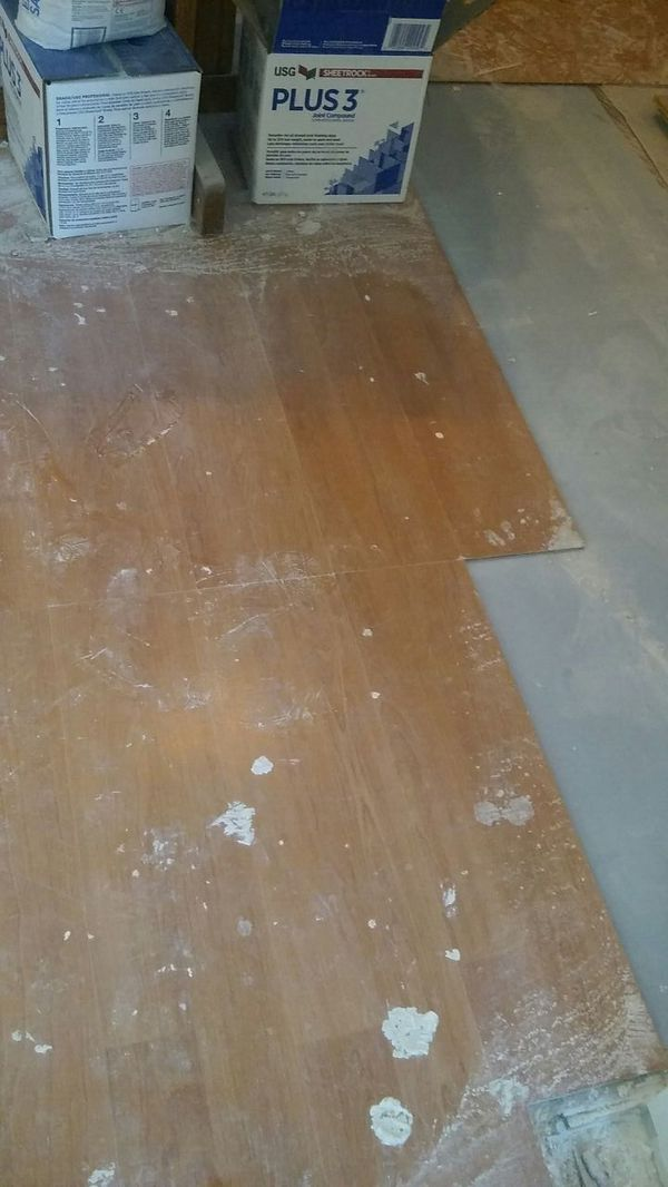 Free laminated wood floor good conditions around 300 sq ft for Hardwood floors 600 sq ft