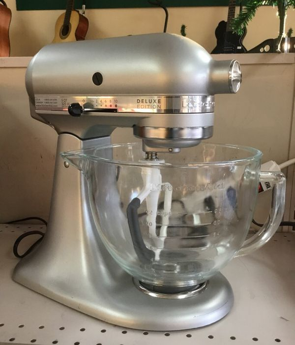 KitchenAid Deluxe Edition 5qts 325watts Very Nice w/ 3 attachments
