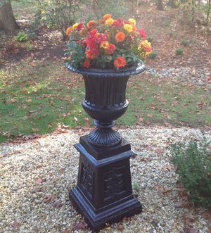 Gorgeous cast aluminum planter