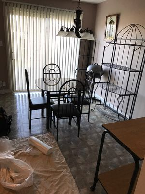 Table with 4 chairs very good condition
