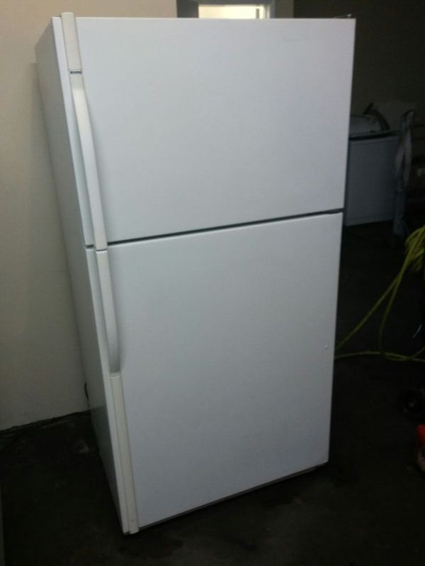 WHIRLPOOL APARTMENT SIZE REFRIGERATOR (Appliances) in Long Beach ...