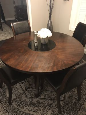 Round wood breakfast dining table with chairs