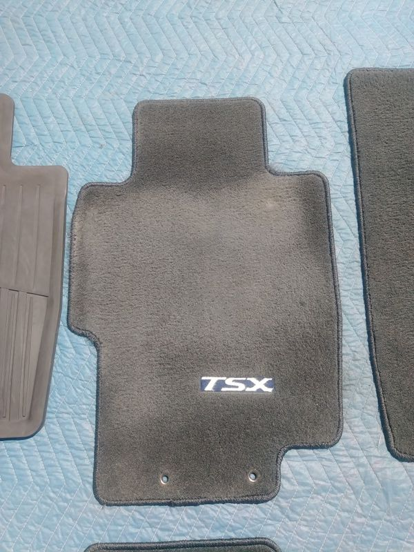 2004 2005 2006 2007 2008 Acura TSX OEM carpeted floor mats and front driver and passenger