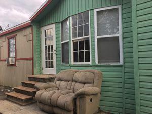 Trailer 3 bedrooms 2 bathrooms -$7,500