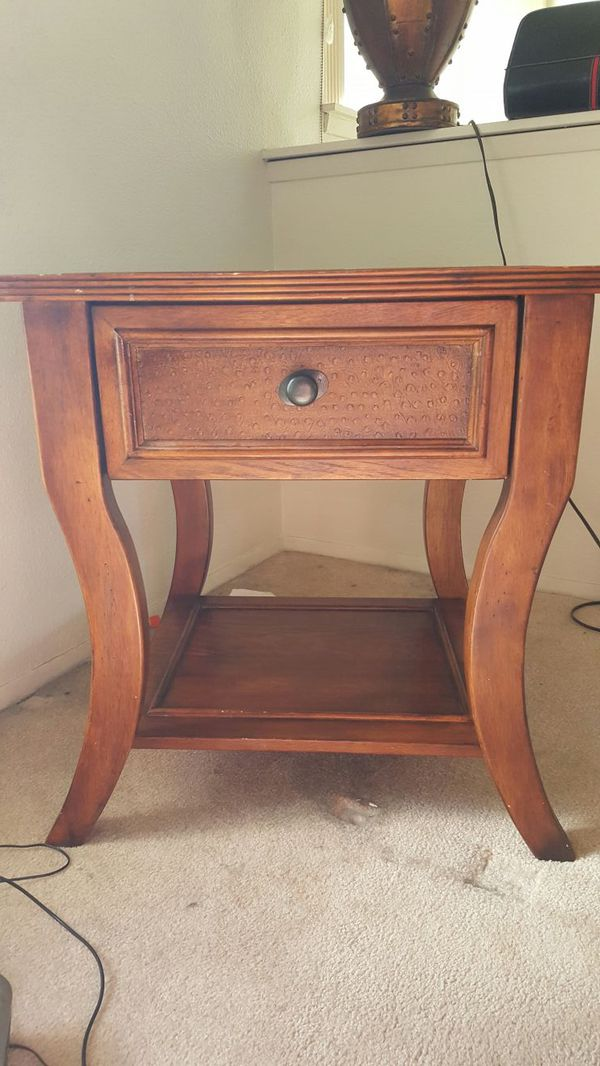 Side table furniture in bothell wa offerup for Offer up furniture