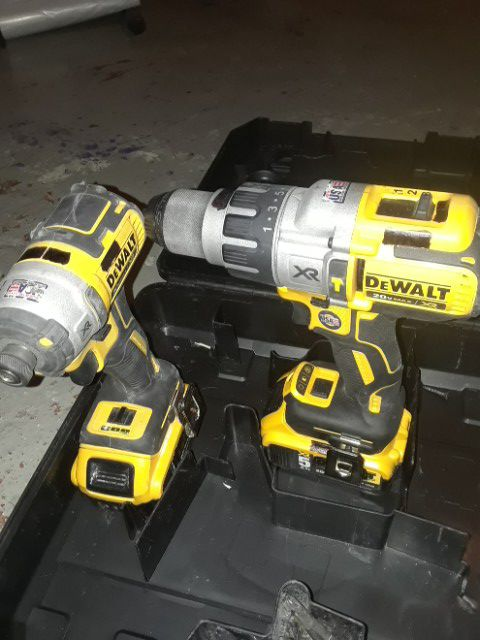 Dewalt 20v impacthammer drill combo Tools Machinery in Saint